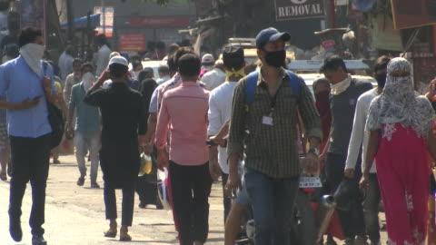 dharavi slum street scenes - india stock videos & royalty-free footage