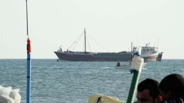 ws pan dhow passing through sea / sur, oman  - ダウ船点の映像素材/bロール