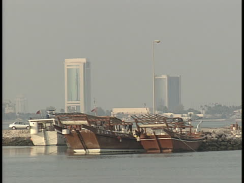 dhows lie at anchor in a port of doha, qatar. - ダウ船点の映像素材/bロール