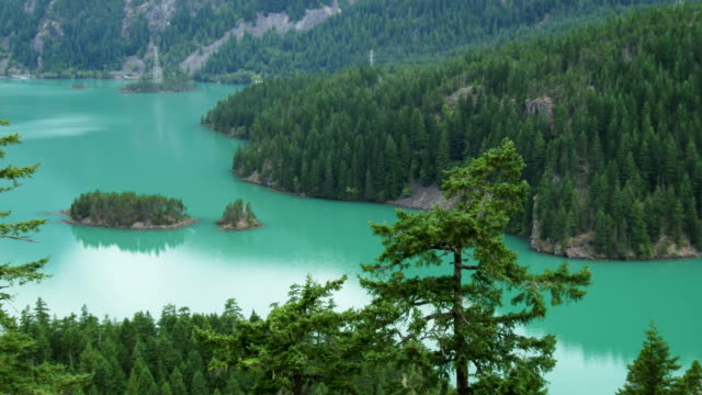 diablo lake in north cascades national park, washington - stato di washington video stock e b–roll