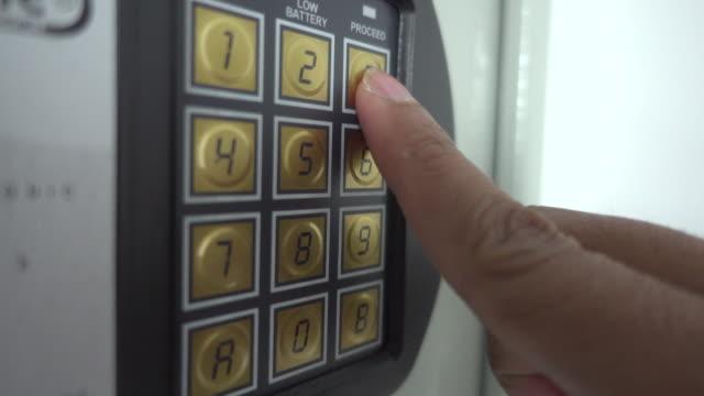 vídeos de stock e filmes b-roll de dial on safe - número 7