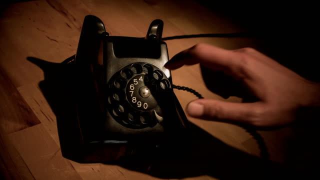 vídeos de stock e filmes b-roll de dialing number on a phone - cabo