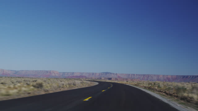 ms ts diamond bar road towards city / grand canyon, arizona, usa - car point of view stock videos & royalty-free footage