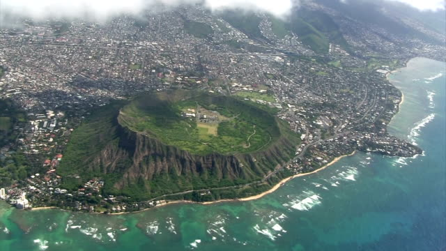 stockvideo's en b-roll-footage met diamond head from the airplane - oahu