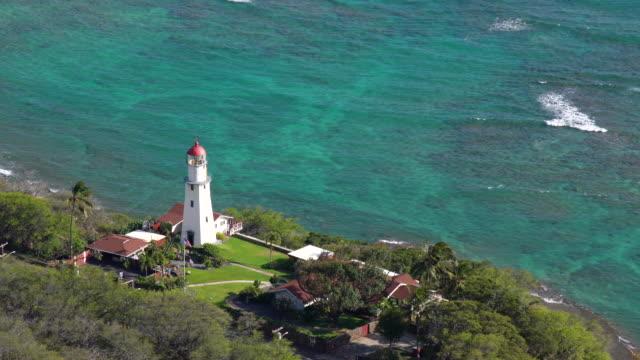 vidéos et rushes de diamond head lighthouse and beautiful seascape / honolulu, hi, etats-unis - oahu