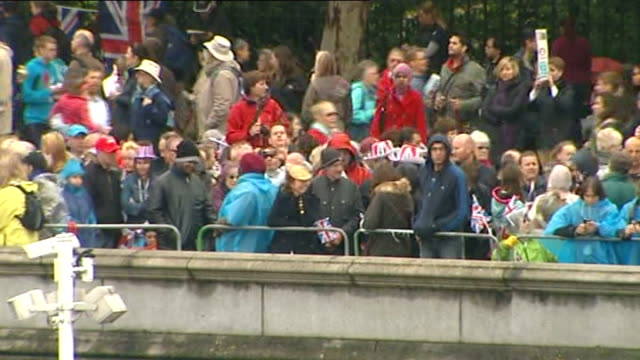 diamond jubilee pageant 2012: 13.30 - 14.00; england: london: river thames: ext hms belfast seen from above and front of hms belfast / crowds lining... - hungerford bridge stock videos & royalty-free footage