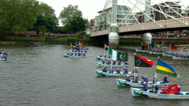 diamond jubilee pageant 2012: 15.00 - 15.30; england: london: river thames: battersea: ext boats along river thames / royals on board spirit of... - fluss themse stock-videos und b-roll-filmmaterial