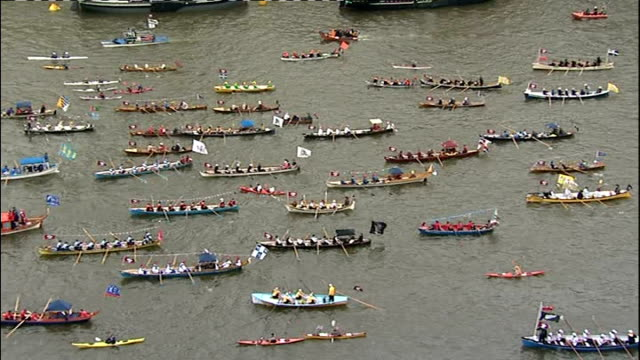 diamond jubilee pageant 2012; england: london: ext flotilla of little boats along the river thames as part of the royal pageant to celebrate the... - diamantenes jubiläum stock-videos und b-roll-filmmaterial