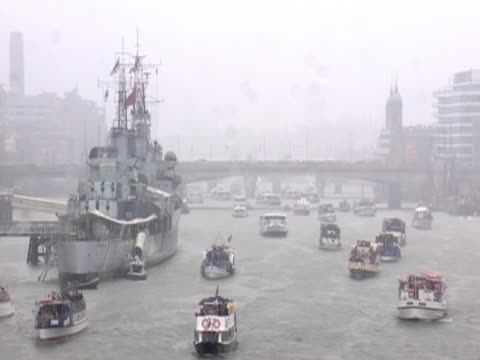 diamond jubilee pageant travelling along the river thames in heavy rain - beauty contest stock videos and b-roll footage
