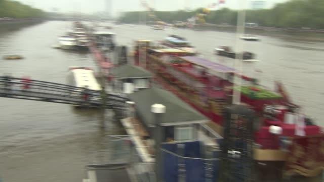 vídeos y material grabado en eventos de stock de diamond jubilee thames river pageant on june 03 2012 in london england - jubileo de diamante