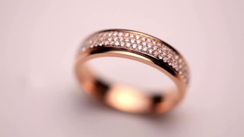 stockvideo's en b-roll-footage met diamond ring - kostbare edelsteen