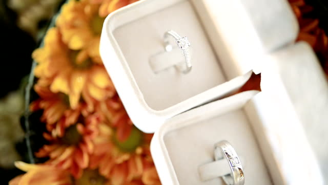 HD: Diamond Rings in Wedding