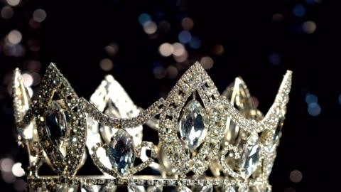 vídeos y material grabado en eventos de stock de concurso de belleza diamond silver crown miss certamen - concursante