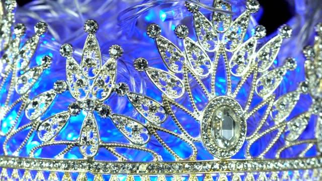 vídeos y material grabado en eventos de stock de concurso de belleza miss concurso de miss desfile de la corona de diamante - concurso de belleza