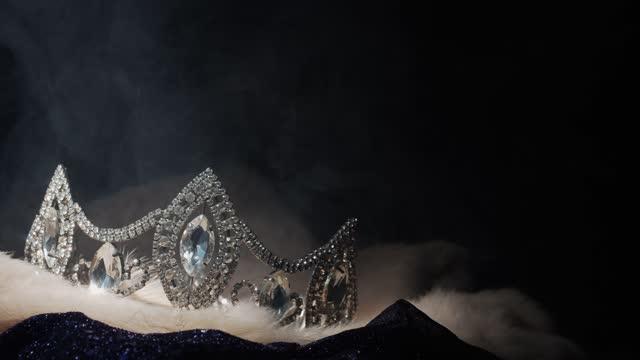 vídeos y material grabado en eventos de stock de diamond silver crown miss concurso de belleza concurso de belleza - concurso de belleza