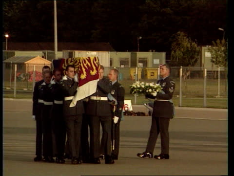 Queen denies pressure CF ENGLAND RAF Northolt Coffin of Diana Princess of Wales covered in Royal Standard carried by pallbearers Tony Blair PM and...