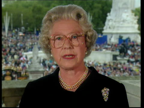 queen denies pressure lib queen elizabeth ii speech lessons to be drawn from her life and the reaction to her death - prinzessin stock-videos und b-roll-filmmaterial
