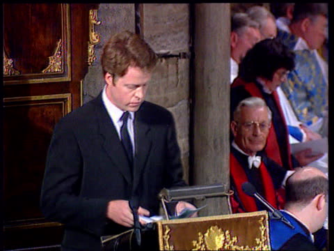 stockvideo's en b-roll-footage met queen denies pressure lib westminster abbey earl spencer up to pulpit to make speech coffin in aisle - begrafenis