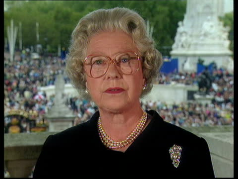 diana funeral queen denies pressure queen elizabeth ii speech lessons to be drawn from her life and the reaction to her death - funerale video stock e b–roll