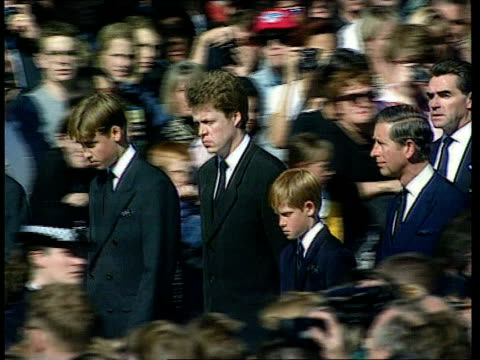 Queen denies pressure U06099702 Westminster Abbey Procession along Chief mourners along