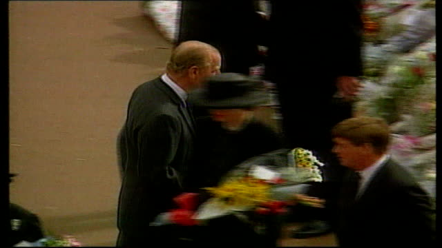 10th anniversary of death Did Britain Change September 1997 London Buckingham Palace Queen Elizabeth II and Prince Philip greeting mourners following...