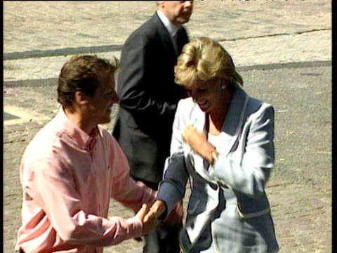 diana princess of wales arrives at english national ballet wearing blue suit on day her divorce from prince charles is finalised london; 28 aug 96 - 離婚点の映像素材/bロール