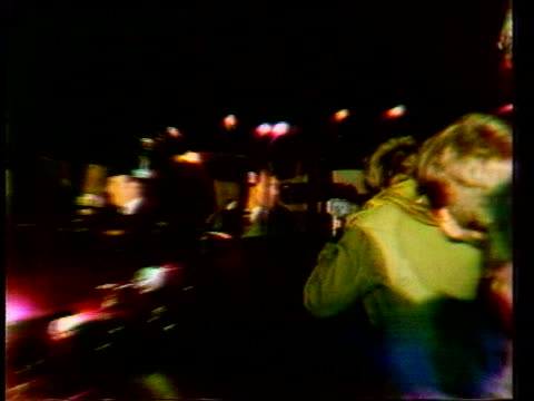diana princess of wales collection 108555 crowds lining street at night as car pulls up prince charles inside waving crowds chanting diana posing... - 1981 stock-videos und b-roll-filmmaterial