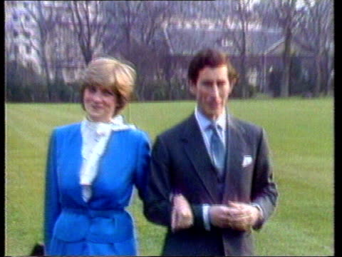 vídeos y material grabado en eventos de stock de diana princess of wales collection 108556 prince charles prince of wales and diana wearing royal blue outfit posing for royal engagement photocall... - propuesta