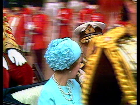 diana princess of wales collection 2971981 st paul's cathedral at midnight crowds outside buckingham palace gathered for marriage of charles and... - balkon stock-videos und b-roll-filmmaterial
