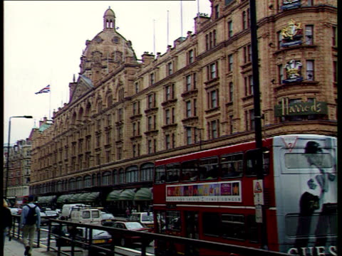 part 3 t01099709 knightsbridge union flag flying at half mast outside harrods store central mosque funeral cortege of dodi fayed arriving and... - funerale video stock e b–roll