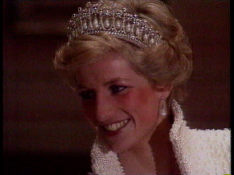 vídeos de stock e filmes b-roll de part 5 spl0628 tears of a princess diana location unknown close shot of princess diana in tiara and open highcollared evening dress - princesa
