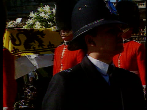 part 5 t06099713 diana princess of wales funeral england london diana funeral cortege towards cortege towards closer close shot of lily bouquet and... - funeral procession stock videos & royalty-free footage