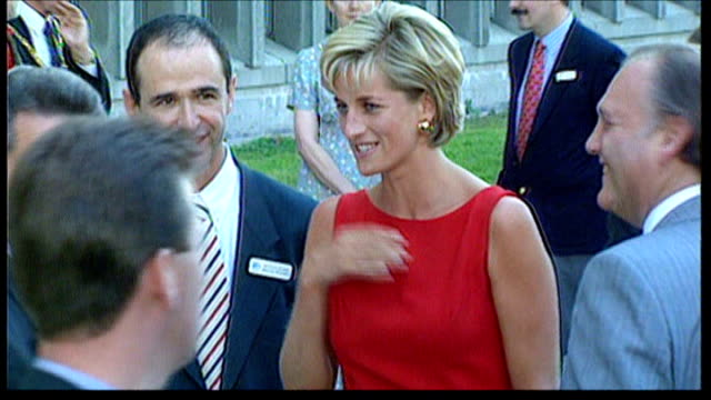 vídeos de stock e filmes b-roll de diana, princess of wales inquest: jury see diana letters to duke of edinburgh; tx 21.7.1997 north london: northwick park hospital: slow motion diana... - realeza