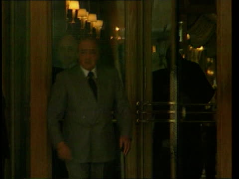 vídeos de stock, filmes e b-roll de second anniversary of death lib mohammed al fayed leaving ritz hotel to attend inquiry into diana's death - ritz carlton hotel