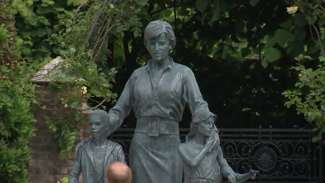 diana, princess of wales statue: alternate angle of unveiling; england: london: hyde park: kensington palace: sunken garden: prince william, prince... - statue stock videos & royalty-free footage