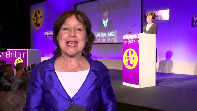 diane james elected new leader of ukip ukip supporter in audience reporter to camera - diane james politik stock-videos und b-roll-filmmaterial