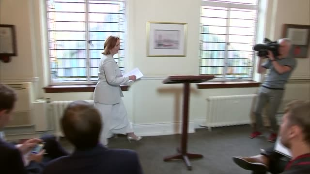 diane james resigns as ukip leader after 18 days r26071603 / 2672016 london suzanne evans arriving for press conference evans at press conference - diane james politik stock-videos und b-roll-filmmaterial