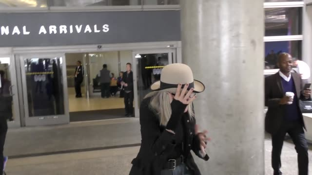 diane keaton at los angeles international airport at celebrity sightings in los angeles on may 05 2017 in los angeles california - diane keaton stock videos & royalty-free footage