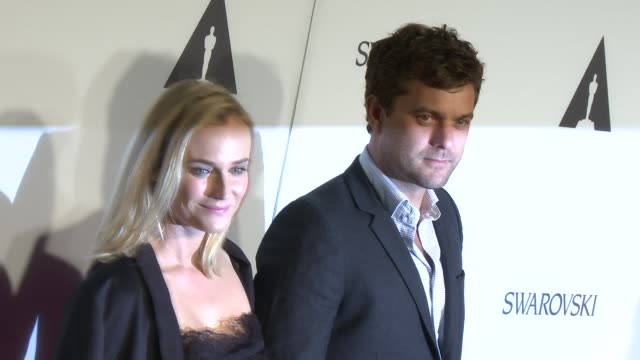 vídeos de stock e filmes b-roll de diane kruger and joshua jackson at the academy celebrates the opening of hollywood costume at wilshire may company building on october 01, 2014 in... - vestido preto
