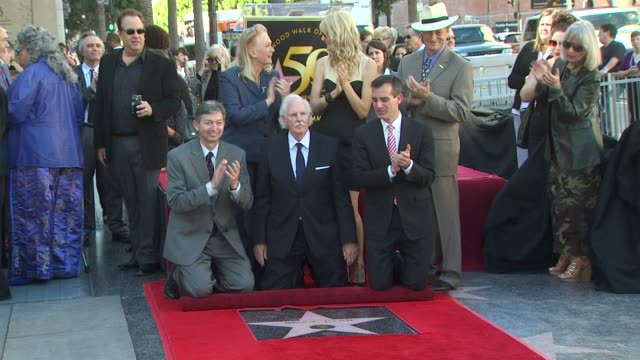 diane ladd , bruce dern and laura dern at the bruce dern, laura dern and diane ladd honored at the hollywood walk of fame at hollywood ca. - laura dern stock videos & royalty-free footage