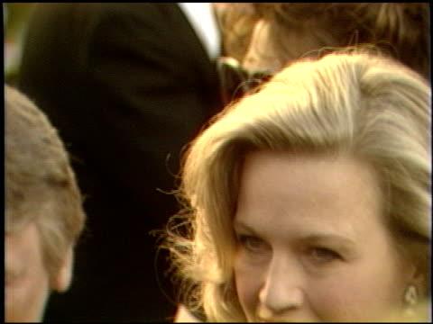 vidéos et rushes de diane sawyer at the 1989 academy awards at the shrine auditorium in los angeles, california on march 29, 1989. - 61e cérémonie des oscars
