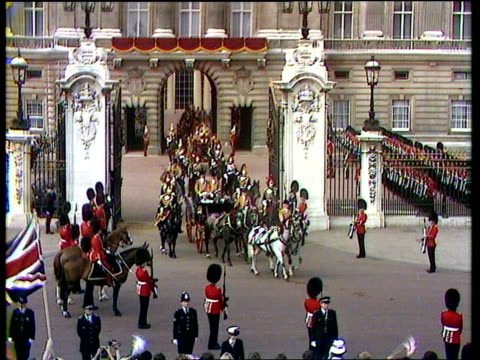 diary of the day part one royal wedding diary of the day part one cs lord spencer sof i'd just i'll say buckingham palace gv buckingham palace a/ship... - alastair burnet stock-videos und b-roll-filmmaterial