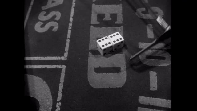 vídeos de stock e filmes b-roll de 1952 dice are thrown at the craps table - sorte