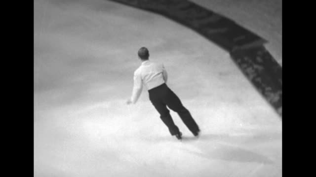 vidéos et rushes de dick button skates on ice twirls and dances the charleston on the tips of his skates as he performs at us olympic committee sports carnival to... - charleston