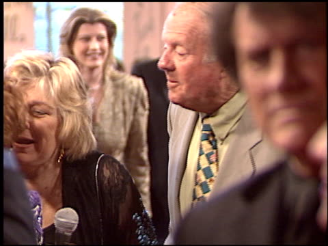 vídeos de stock e filmes b-roll de dick van patten at the night of 100 stars oscar gala at the beverly hilton in beverly hills california on february 29 2004 - 76.ª edição da cerimónia dos óscares