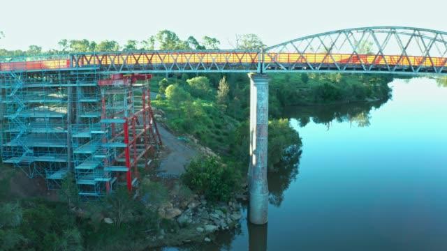 vídeos de stock, filmes e b-roll de dickabram bridge - estrutura construída