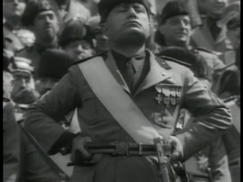 stockvideo's en b-roll-footage met dictator benito mussolini standing proud crowd bg ha xws italians cheering vs crowds waving flags fascist italy fascism - benito mussolini