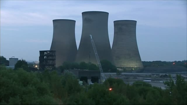 didcot power station collapses during demolition work killing one person r27071402 power station cooling towers being demolished - didcot stock videos and b-roll footage