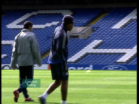 didier drogba unhappy at mourinho's departure england london ext didier drogba along at training session - itv london lunchtime news stock-videos und b-roll-filmmaterial