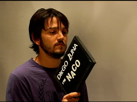 stockvideo's en b-roll-footage met diego luna publicist approval required at the 2007 sundance film festival at jane house in park city utah on january 20 2007 - publiciteitsmedewerker